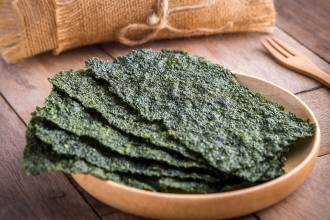 04-Health-Reasons-To-Eat-More-Seaweed-iron-605786284_Amarita